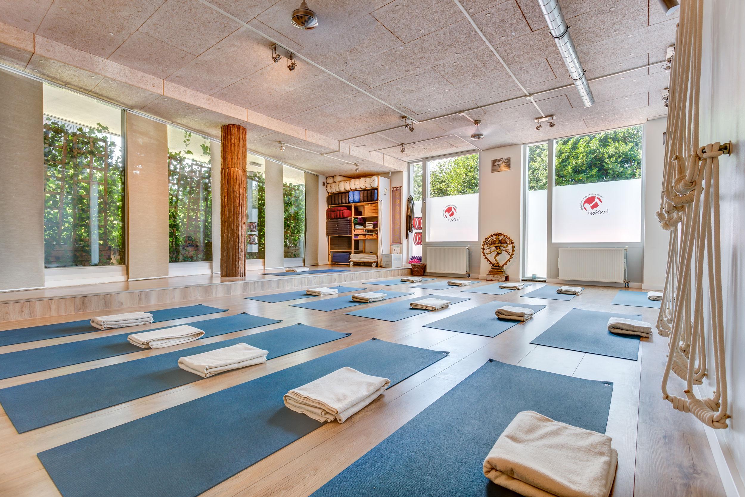 Iyengar yoga studio liveYoga Amsterdam